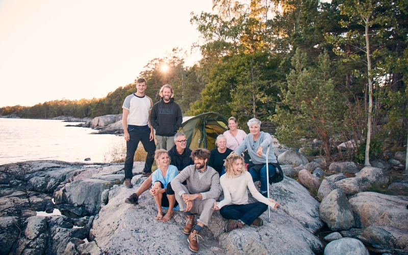 Dream team shot at the ocean in sweden with Jessica Zumpfe Photography as the sun sets behind them.