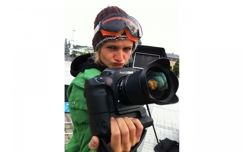 Professional photographer Jessica Zumpfe on set with the Phase One digital Rocket.