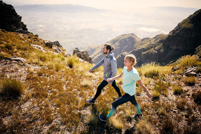 Couple running ontop of the du Tooitskloof Mountain