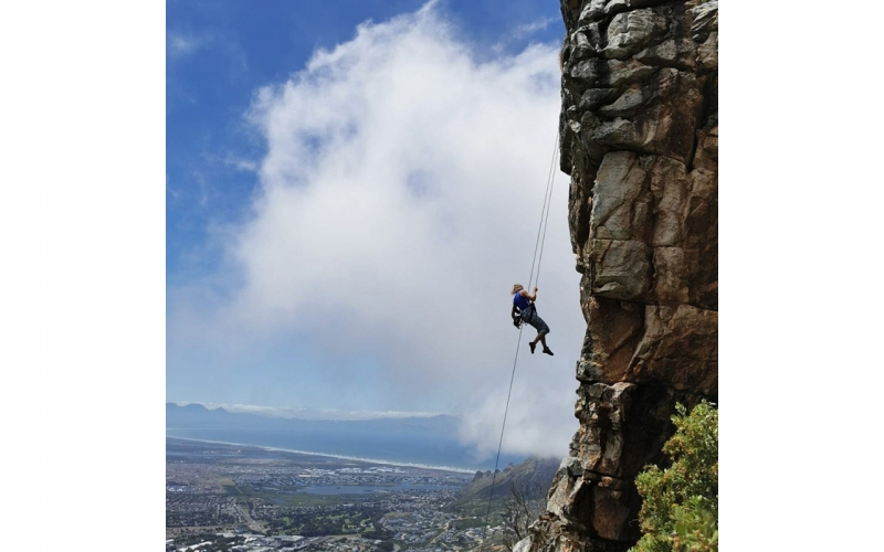 Jessica Zumpfe abseiling down a cliff in Muizenberg Cape Town